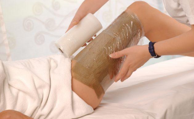 Горячие обертывания относятся к процедурам, которые нельзя делать при варикозе