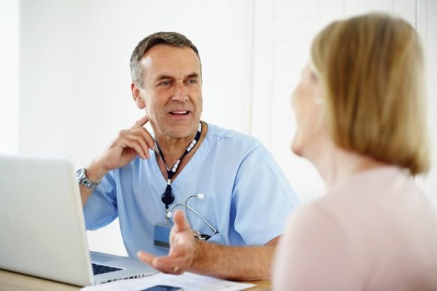 Врач говорит о профилактике варикоза